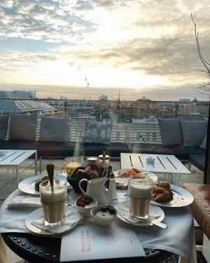 Вспоминаю наши королевские завтраки с видом на Вену... #goodmorning #vienna #breakfast #morning #vsco Grand Ferdinand - Hotel...