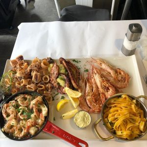#umarfisch #naschmarkt #wien #fisch #nudeln #austern #scampis #langusten #calamaris #polpo #tintenfisch #fischsuppe #hummer #krebse #königskrabbe #kingcrablegs #foodporn...
