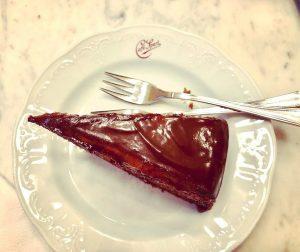 La tarta Sacher es algo que hago a menudo pero esta es sencillamente ...