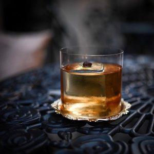 //Remarkable Drinks// @matin.holzer tells us the story behind his cocktail : El Tiempo 🥃 El Tiempo is...