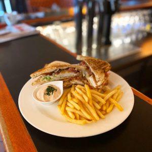"""🤍 #clubsandwich wir lieben's ja! Dieses Mal leider """"nur"""" als #tagesteller , aber wer weiß ... wir..."""