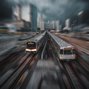 V-Wagen vs. Silberpfeil 🏁 Wer wohl gewinnt? 🚇 Foto: @a_l_x_ender 📸 . . #wienerlinien #wlperspektiven #sogutfährtWien