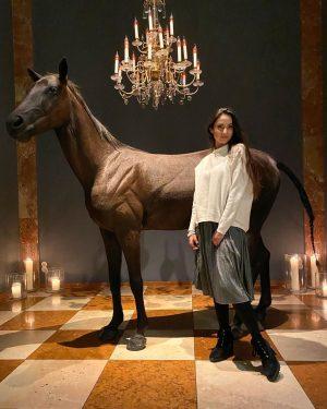 Сейчас важно, чтоб было где красиво сфоткаться! Иначе сложно что-либо продать. «Поставь лошадь на входе, и люди...