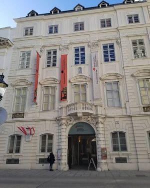 Did someone say GLOBE MUSEUM?!? #wanderlust #ilovetotravel #vienna #wien #austria #österreich #globemuseum #austriannationallibrary #globesarecool #imanerd #donthate Globenmuseum...
