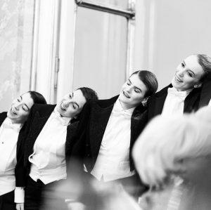 """Danke, liebes Palais Coburg-Team, für die schönen Fotos vom """"Comedian Harmonists"""" Silvester-Auftritt unserer Sunrise Studios Studentinnen 😊...."""