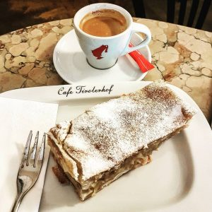 #applestrudel #vienna #valentinesday Cafe Tirolerhof