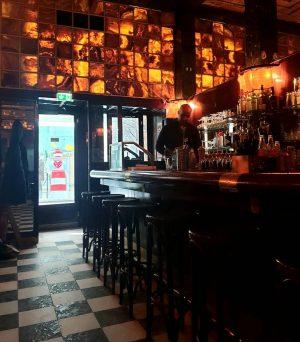 VIENNA/ Loosbar In Wien einfach eine Institution __________________ #vienna_city #loosbar #adolfloos #cocttailbar #coctail #americanbar #viennabars #drinktime #viennacity...