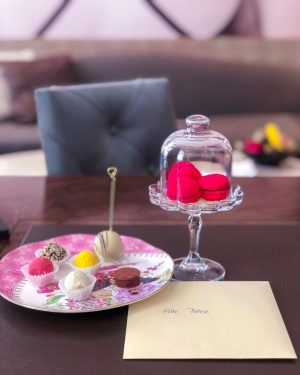 Start your week with a sweet welcome by our in-house patisserie! 🧁💝 photo by @allepierce #palaishansenkempinski #kempinski...