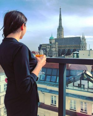 Vienna calling. #Wien #Vienna #rooftop #stephansdom #amdach #wearingblack #brunette #polishgirl #aperol #spring #theskyisblue #travelgirl #memories #polskadziewczyna LAMÉE...