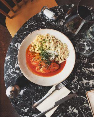• PAPRIKAHENDL • hausgemachte Butternockerl, Zitronenzeste, Schnittlauch, Hühnerfilet vom Kriegler sous vide . #paprika#lunch#drechsler#wien#austria#brunch#dinner#menu#breakfast#chicken#winter#healthy#wine#vienna#good#food#quality#hospitalitynerd#restaurant#plants#evening#photography#picoftheday#hungry#homemade#dish#marble#love Linke Wienzeile