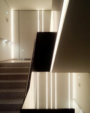 Great Staircase to the Basement. Seen @kuenstlerhauswien with the new #Abertinamodern of @albertinamuseum Love this minimalistic Design....