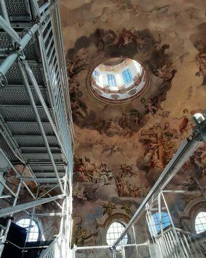Die Kuppel der Karlskirche. #aussicht #architektur #sehenswürdigkeiten #bauwerk #foto #fotografie #oesterreich #wien #kunst #kunstwerk #österreich #vienna #denkmal...