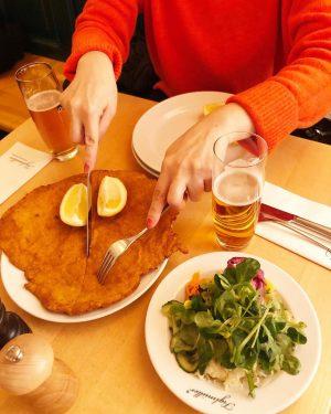 1番ウィーンで食べたくて楽しみにしていたSchnitzel 🥓 美味しくてビールおかわりしちゃう。。。 Figlmüller (official)