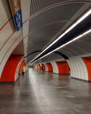 #wienamsonntag #wien #wienliebe #wienlove #welovevienna #ilovevienna #wienerlinien #ubahn #öffis #publictransport #subwaystation #vienna #viennanow ...