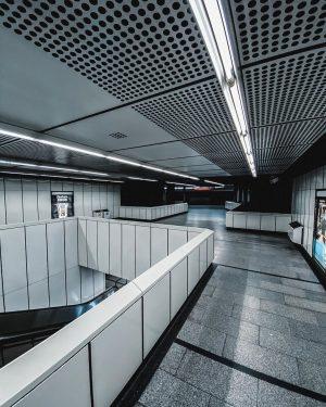 Criss-Cross ❎ #urbantravel #undergroundstation #u3 #wienerlinien #viennatravel #travelvienna #innenstadt #underthecity #architexture #moderncity #belowthesurface ...