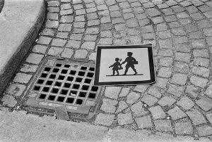 Schulweg #wienliebe #viennalove #wienanalog #analoguevibes #analogforever #shootfilm #filmisgood #filmisnotdead #analogphotography #ilfordfilm #ilfordpan400 #rolleisupergrain ...