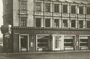 Was für ein toller Zeitensprung! 😃 Wer von euch erkennt den Standort des ehemaligen Café Palmhofs auf...