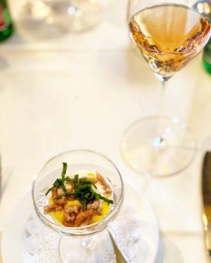 Hummm😋 🍾🌿 😋😋 🌸🏡 . .- .-. . . . .- #intafood#instadinner#jantar#almoco#food#ilovefood#gastronomia#gastronomiaearte#cuisine#gastronomy#dinner#dinnertable#restaurante#restaurant#bistro#travelling#ourplanetdaily#wine#winelovers#winelovers🍷#amovinho#winetasting🍷#wineaddict#restaurante#restaurants#brinde#champanhe#champagne#brindar#brindandoavida# Julius Meinl am Graben