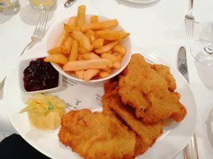 Wiener Schnitzel in Wien im besten Hotel ❤️ 🔹 🔹 🔹 🔹 🔹 🔹 🔹 🔹 🔹...