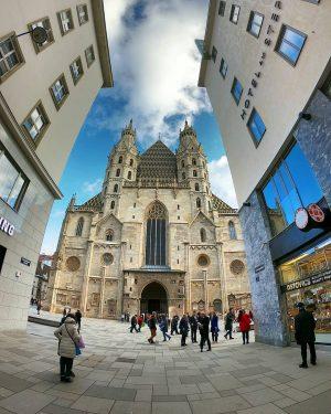 S.P.E.E.C.H.L.E.S.S #stephanplatz #stephanplatzcathedral #wien #wien_love #wienstagram #wienliebe #wiener #viena #vienna #viennacity #vienna_go #viennanow #viennaaustria #viennalife #viennagram #wanderlust...