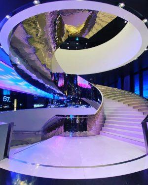 Der Stiegenaufgang im DC Tower #dctower #meliahotel #wien #vienna #stiegenaufgang #stufen #treppen 57 Restaurant & Lounge by...