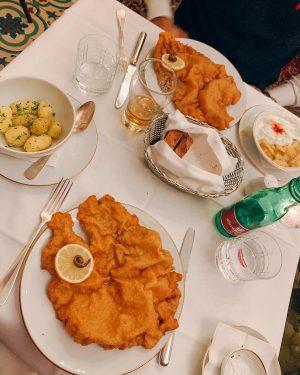 Schnitzel time 😋 #foodporn #wien #schnitzel #hungry #taste Meissl & Schadn - Restaurant Vienna