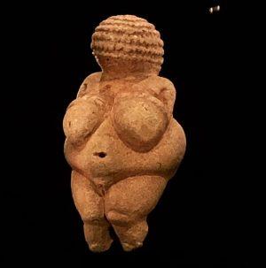 Je suis la Vénus de Willendorf et je suis âgée d'environ 25 000 ...