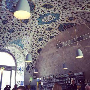 Corbaci #viennacity #mq #museumsquartier #corbaci #citycenter #mittagstisch #noon #foodmarket #foodie #foodstagram #foodlover #interiorstyling #interio #interiordesign #lokal #oriental...
