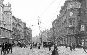 Mariahilfer Straße/Stafa 1913|2020. Eines der großen Wiener Warenhäuser war das 1911 eröffnete und seit 1914 unter dem...