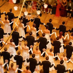 Shall we dance 💃? Vienna's legendary ball season has reached its peak with the splendid Opera Ball...