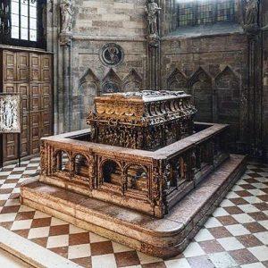 ⚰️Gräber ehemaliger Herrscher fanden bei Räuber*innen wie Historiker*innen von jeher großes Interesse. Unter den vierzehn Begräbnisstätten von...