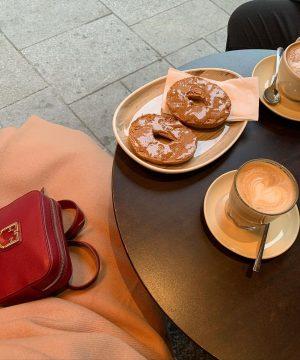 ☕️ ————————————————————————————————————————————————————————————————————————————————————- #furla #coffee #bagel #peanutbutter #lewk #vienna #throwback #citylife #details Café Daniel ...