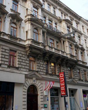 Пост психоаналитический (или психотерапевтический?)😉 В этом доме в Вене на улице Берггассе, 19 на протяжении 47 лет...