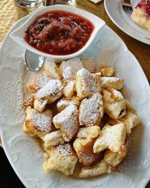 Ce dessert tient une place spéciale dans ma vie... et dans mon ventre. Merci Franz Joseph. #kaiserschmarrn...