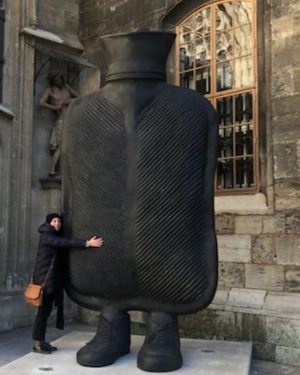 Big mother infront St Stephans church , Vienna. #sculpture #artwork #contemporaryart