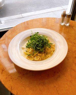 mmhmmmm #orecchiette mit #käsesauce und #rucola🌱 ♥️ so lieben wir das #mittagsmenü besonders 🤤 #viennafoodie #foodlover #austrianfood...