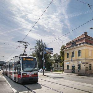Strebersdorf wird von Strammersdorf, Großjedlersdorf, Jedlesee und der niederösterreichischen Gemeinde Langenzersdorf umschlossen. Mit ...
