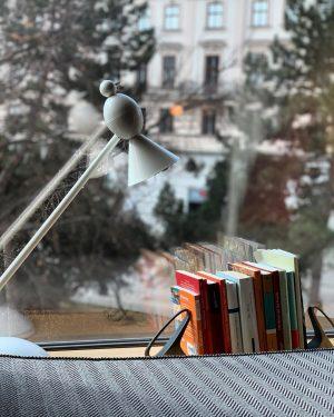 #hofburg #hofburgpalace #austria #austria🇦🇹 #austria_memories #vienna #vienna_city #vienna🇦🇹 #historical #historicalplace #goodmorning #bomdia #reading #readingtime #books #readingtime #leitura...