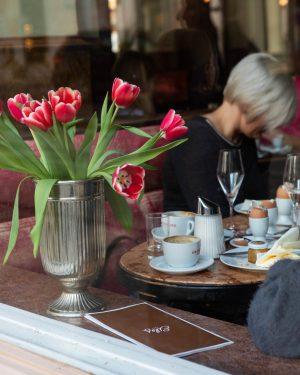 First signs of spring at Eiles 💐 #welcome #coffeebreak #enjoyeiles #coffeeart #cafeeiles #altwienerisch #wien #vienna #eiles #wienerkaffeehaus...
