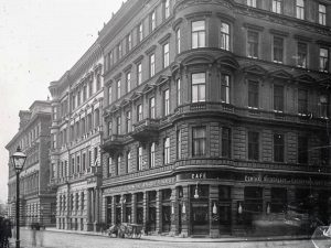 (1897/ÖNB/Wiki,diepresse.at,derstandard.at) Weihburggasse 28-32 von Ecke Schellinggasse bis Parkring. Palais Schwab (Nr. 30) Im Zuge der Errichtung der...