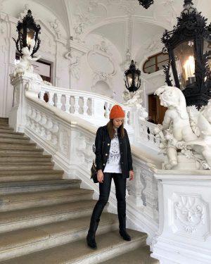 Dzień dobry! Jeszcze kadr z ostatniego dnia w Wiedniu. To był piękny czas.🖤 ...