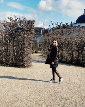 Walking around little town 🖤 ⠀Wien ist meine unendlich große Liebe! ⠀ #belvedere ...