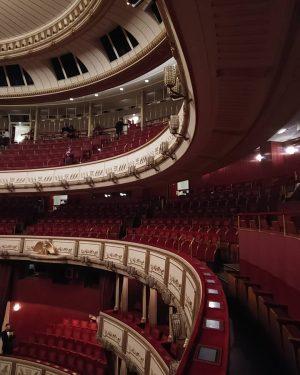 Donizetti - L'elisir d'amore . Знакомство с Венской оперой началось с этой комедии - простой, красивой и...