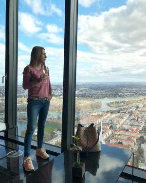 The view💙 @meliavienna Neuvěřitelný moment a pohled z 57 patra 💗 . . #vienna #viennaaustria #view #theview...