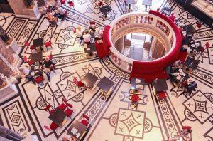 📍オーストリア/美術史美術館 美術館の中にあるタイル模様が美しいカフェ☕️ ひとつ上の階から眺めるのもおすすめ . . #austria #wien #vienna #kunsthistorischesmuseum #オーストリア #ウィーン #美術史美術館 #カフェ Kunsthistorisches Museum Vienna
