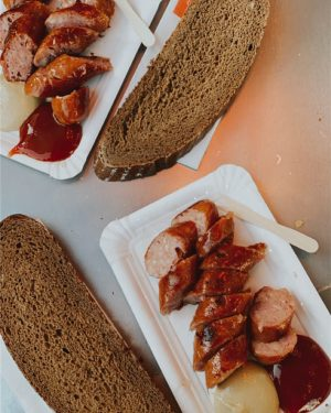 🇦🇹 Rating: 8/10 . That cheese sausage omg 😋😋 . . #vienna #austria #viennaaustria #vienna_city #vienna_austria #vienne...