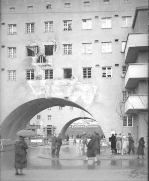 Februarkämpfe 1934: Der teilweise zerstörte Karl-Marx-Hof in Wien Heiligenstadt. #zeitensprünge #wien #februarkämpfe