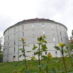 Narrenturm. #narrenturm #wieżaszaleńców #miejscepamięci #uniwersytetwiedeński #campus #wiedeń #vienna #wien #czwartek #tuesday #donnerstag Narrenturm