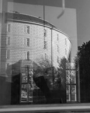 #vienna #vienna🇦🇹 #austria #wien #pictoturo #photography #architecture #ilikevienna #wienistanders #vienna_city #vienna_austria #blackandwhite #bw #black #white #narrenturm #reflection...