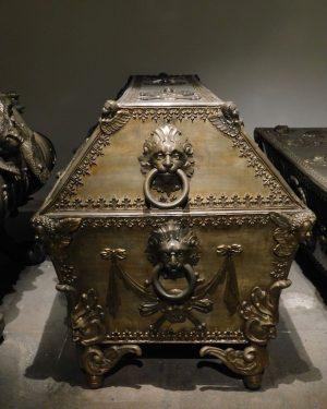 The Imperial Crypt in Vienna #crypt #vienna #habsburg #wien #darktourism #tomb #kaisergruft #momentomori #travelgram Kaisergruft